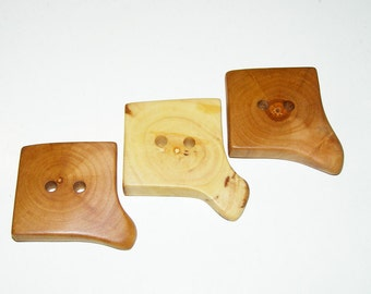 "3 Handmade apple wood buttons, accessories (1,38x1,38"" diameter x 0,31"" thick)"