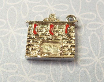 Vintage 1950s Sterling Silver Christmas Fireplace with Stockings Charm For Bracelet