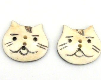 2 buttons - Large size Carved cat face bone buttons - BT002