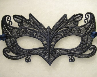 Wing-tipped Eyes Lace Mask in Navy Blue