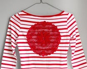 White and red stripes t-shirt with upcycled vintage crochet doily back - Size XS