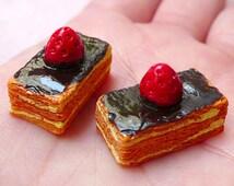3D Strawberry Puff Pastry Cabochons (2pcs / 21mm x 15mm / Flat Bottom) Kitsch Miniature Sweets Deco Dollhouse Dessert Kawaii Decoden FCAB284