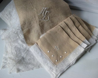 Vintage Linen Tablecloth with Six Napkins