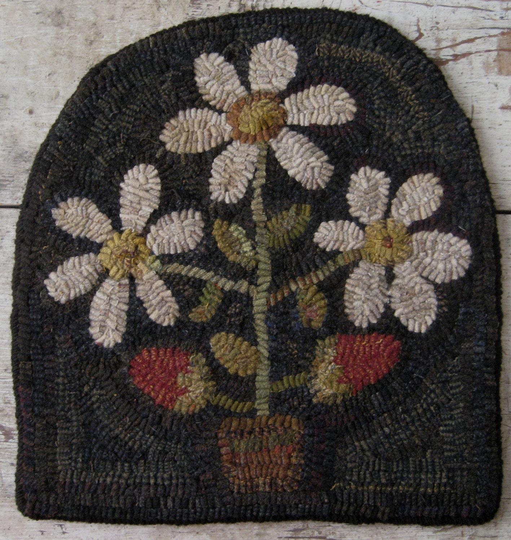 Rug Hooking Designs Primitive: Primitive Rug Hooking Pattern-Strawberry Basket