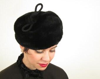 Vintage 1960s Black Fur Hat  / 60s Tam with Pom Pom by Bramson