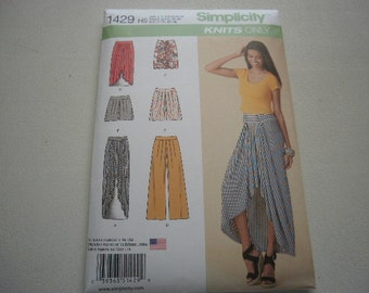Pattern Ladies Knit  Pants Skirts and Shorts Sizes 6 to 14 Simplicity 1429
