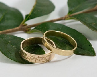 Gold Botanical Wedding Bands: A Set of his and hers 18k gold wedding rings