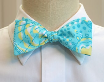 Lilly Bow Tie in blue Silver Dollars (self-tie)