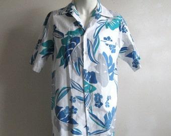 Vintage 1970s Hawaiian Shirt Cotton Print White Blue Floral Short Sleeve Mens Summer Shirts Large