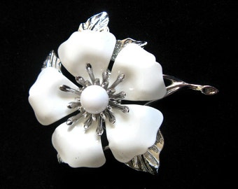 Vintage 1980s Enamel Brooch Sarah Coventry White Enamel Silver Tone Flower Brooch