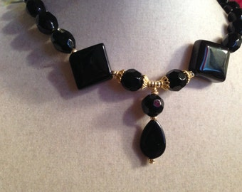 Black Necklace - Gold Jewelry - Beaded Jewellery - Pendant - Unique - Fashion - Style