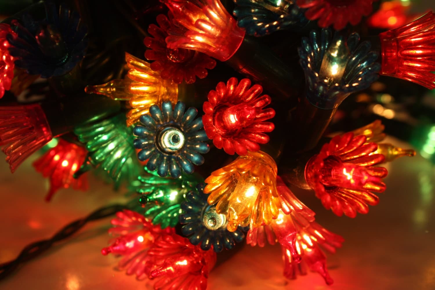 Vintage christmas light strand flowers miniature by