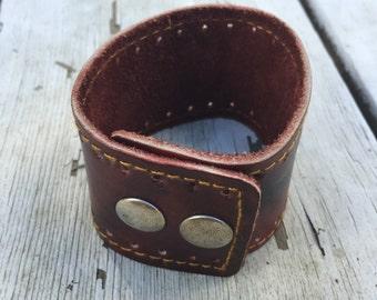 Leatherette side stitched cuff