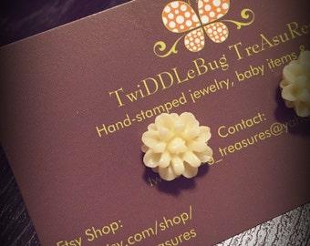 Cream Vintage Resin Flower Cabochon Earrings
