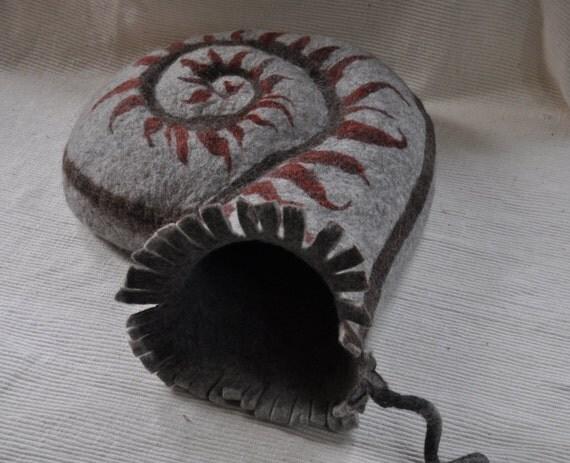 """cat-cave """"Ammonite"""""""