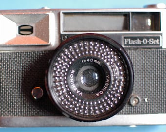 Yashica Flash-O-Set 35mm Camera from the 1950's with Case