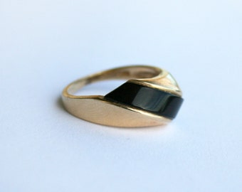 Vintage 10kt Gold and Onyx Ring Signed MAZ Size 5.75