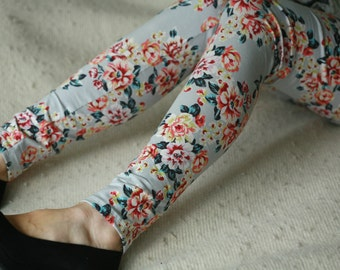 Realistic spring coral and grey flower cotton leggings