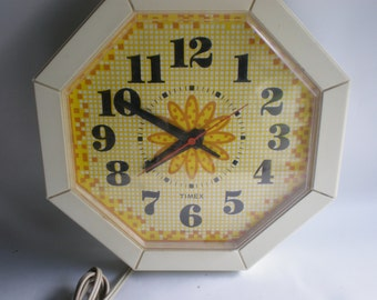 Adorable Vintage Checked Timex Kitchen Wall Clock