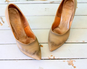 Vintage MAD MEN 1960s Leather Heels...size 5.5 6 womens...designer vintage. fancy. pumps. heels. shoes. leather. glam. brown. pointy toed