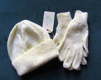Hand Knit Beanie, beanie and Gloves, winter knit set, ski knit set, gloves and beanie,  5-9 years