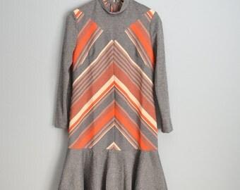 Vintage 70s Groovy Gray and Orange Chevron Stripe Long Sleeve Above the Knee Dress // womens medium