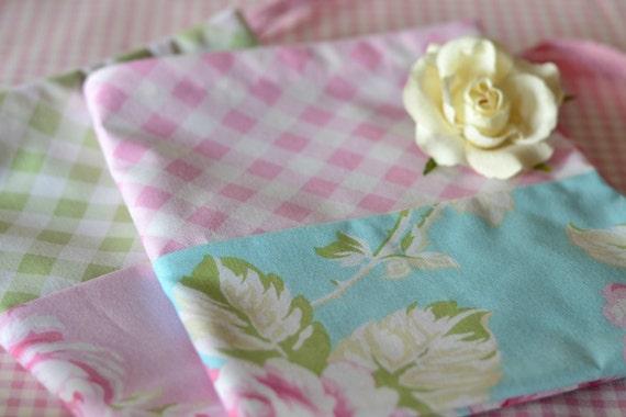 shabby chic w schebeutel w schesack rosen und vichykaro. Black Bedroom Furniture Sets. Home Design Ideas