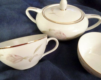 Vintage Consuelo Fine China From Japan, 7 Cups and Sugar Bowl With Gold Trim