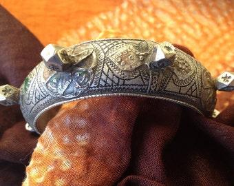 Traditional enamel, Berber Bracelet Adelbidj with knobs