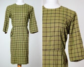 MEDIUM Women's Plaid Dress 1940s | Green Outfit Polyester | 40s Geometric Faux Pockets Buttons Scoop Neck Sleeves | 4BB