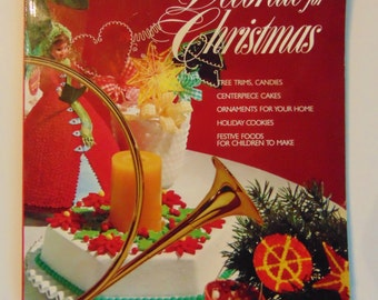 Wilton Christmas Cake & Cookie Decorating Magazine