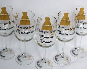 5 Will you be my Bridesmaid glasses, date on the base, your choice of colors.  Bridesmaid gift, Bridesmaid proposal, maid of honor proposal.