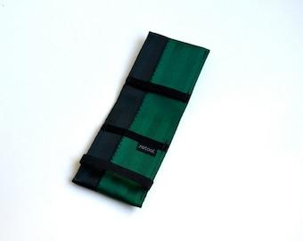 Front Pocket Wallet with Elastic - emerald green and black - vegan minimalist wallet