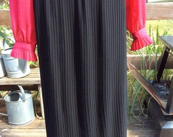 Vintage women large black pleated maxi skirt