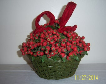 Vintage Green Plastic Weaved Basket With Berry -  Vintage Holly and Berries -  Retro Center Piece -  Fake Plant Vase -  Christmas Decor