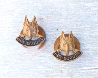 Boy Scouts Button Hole Badges - Pair of Wolf Stud Insignia in Brass - Collins London
