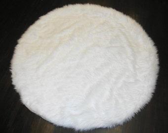6' Diameter White Round Area Rug / Plush Faux Fur / Fake Shaggy Sheepskin Throw Rug /