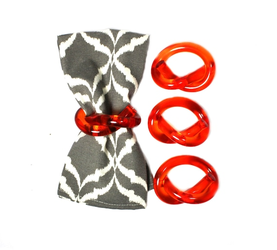 Lucite napkin rings. orange. pretzel. Dorothy Thorpe style. set of four