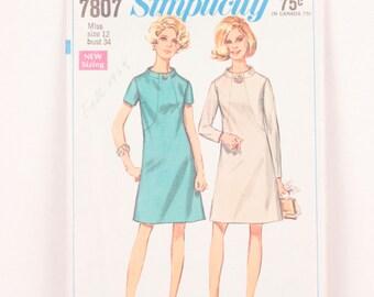 1960s Simplicity 7807 // front seam dress