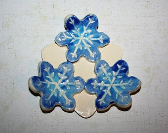 Snowflake spoon rest, candle holder, ring dish with blues two tone. Listing is for ONE snowflake cluster.