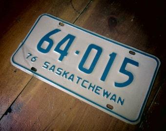 Vintage License Plate Saskatchewan Canada vtg Dented  Rustic Distressed Patina 1976 Hot Rod Man Cave Garage Metal License Plate Rat Rod