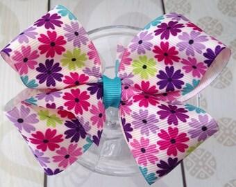 Girls hair bow Flower clip, daisy hair bow, flower bow, ribbon with flowers, school bow, springtime bow, summertime bow, ribbon clip