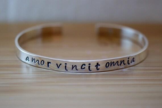 sterling silver amor vincit omnia bracelet amor vincit omnia. Black Bedroom Furniture Sets. Home Design Ideas