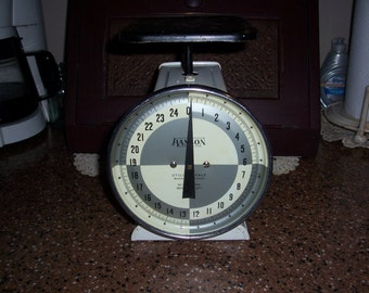 Mid Century Hanson Utility 25 Pound Scale...Black and White Farmhouse Kitchen Scale ...Shabby Chic...Works Very Nicely...Good Condition...