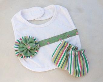 Baby girl newborn gift set, Bib and gloves baby girl