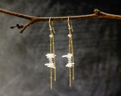 6342_White coral earrings, Gold chain earrings, Handmade earrings, Original earrings, Coral jewelry, Earrings with corals, Dangle earrings.