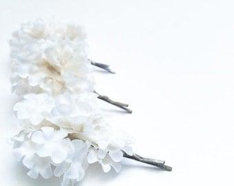 White Bridal Flower Bobby Pin