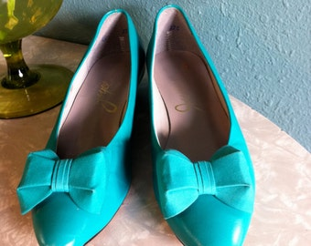Classy 1980s Seafoam / Teal Flats with Perfect Bow, Size 8 Narrow