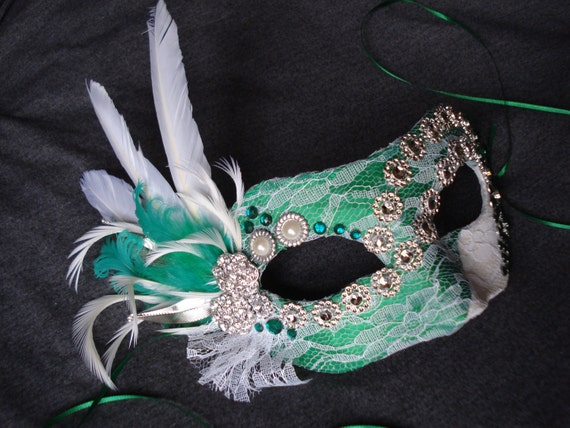 foto de Masquerade Mask Party Mask White and Emerald Green by Axentz