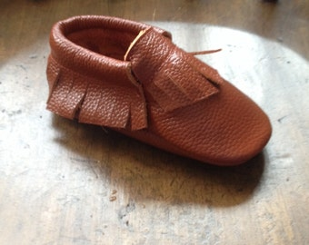 Brown Baby Moccasins Red Brown Leather Toddler Mocs Genuine Leather Moccasin Babies Booties Slipper Gift Baby Shower Present